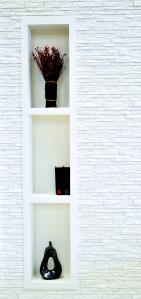 Lignes harmonieuses et épurées. Les niches en staff se fondent à votre decor.